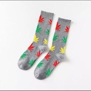 NEW- Gray Leaf Print Socks 💨